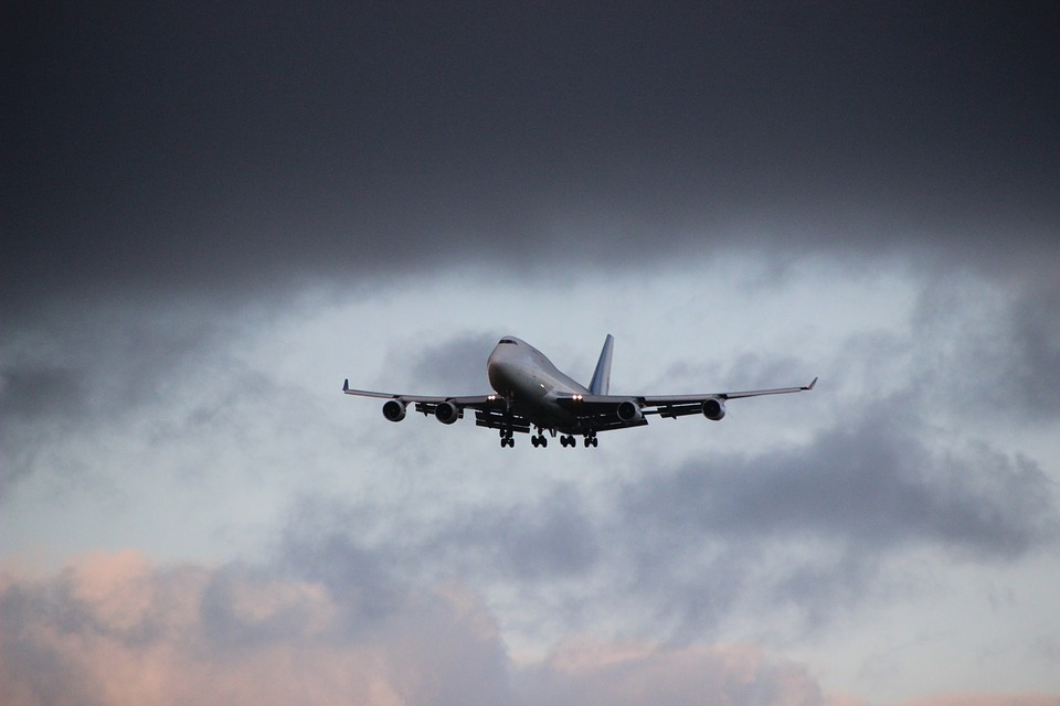 Six Emergency Landings that prove the earth is Flat